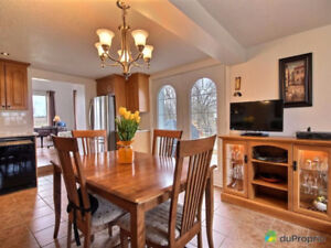 Magnifique Appartement (style semi-detaché) à louer! 950$