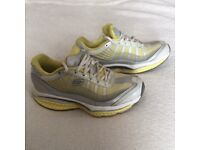 Sketchers resistance trainers,size 3