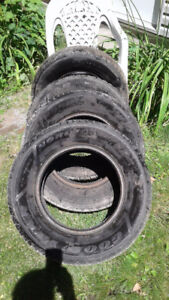 Good Year Nordic Pneus hiver / Winter tires  215 / 70 R15
