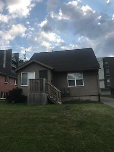 4 MONTH WINTER TERM SUBLET 1 MINUTE FROM LAURIER