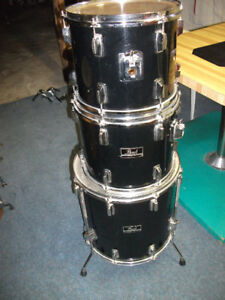 TOM 13'' ET 14'' + FLOOR TOM 16''