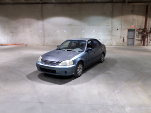 Honda Civic 1999 700$ ferme
