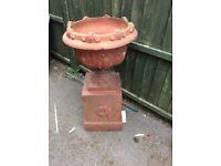 Garden urn plant pot