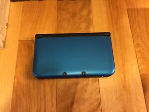 Nintendo 3DS XL with box and 32 games