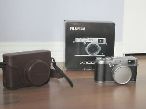 FUJI FILM X100T with leather case - in great condition!