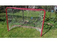 Pair of foldable steel goal posts - floorbal /hockeyl 65 inches x 46 inches