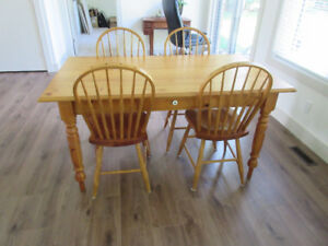 Harvest Dining Table Set