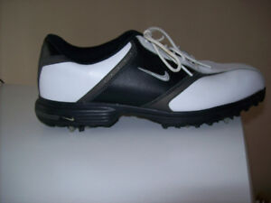 MEN'S  NIKE  GOLF SHOES ( 8 - 9 ) --  LIKE NEW
