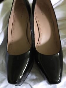 TAHARI PATENT LEATHER HEELS