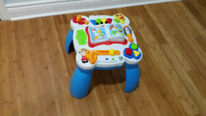 Leap Frog bilingual activity table french/english.
