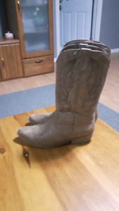 Size 7.5 cowgirl boots perfect condition
