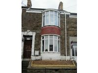 2 Double bedrooms available bills inclusive in a professional house