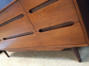 SUPERB Mid CENTURY MODERN KROEHLER DRESSER SET SEE VIDEO
