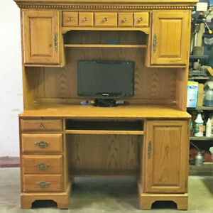 Computer Desk with Hutch in good condition