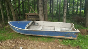 Boat for sale with motor
