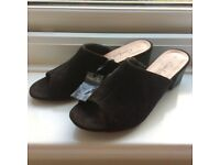 Black elegant slippers (never worn!!!) size 6