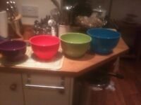 Set of 4 coloured mixing bowls