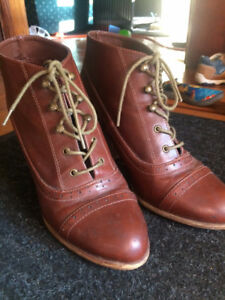 Women's brown ankle boot