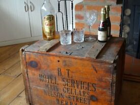 VINTAGE BRITISH TRANSPORT CHEST / CRATE -- 1940/50s --