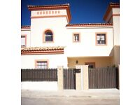 4 Bedrooms, 2-storey house with front and back garden - Seville, Spain