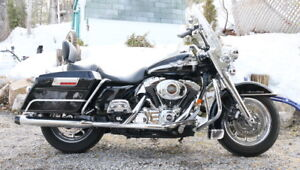 Harley Road king 2003 centième anniversaire.