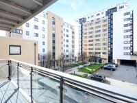 Spacious 1 BED IN E14!!