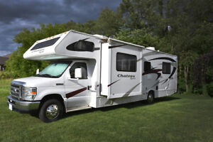 Four Winds Chateau 29R C Class Luxury Motorhome, Safetied 2 Slds