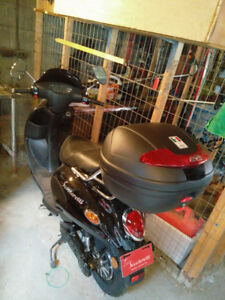 Scooteretti Urbano EV for sale with 13km!  Barely USED!!!!
