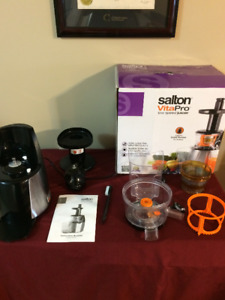 High quality cold press juicer barely used