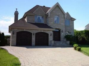 Luxury house,  4bed, 2,5 bath, 2 Gar, 4 Parcking, Pool, Jacuzzi
