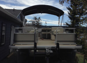 Sweetwater 206F Pontoon Boat