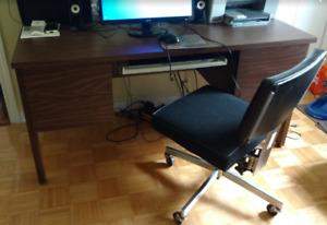 Bureau d'ordinateur avec clavier classeur et  2 chaises a vendre