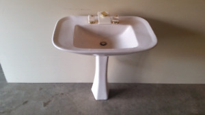 Petestal sink and faucet