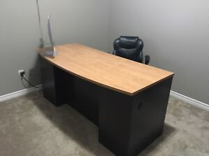 Solid Wood Desk, Excellent Like New Condition