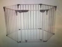 Unused, completely new play-pen / play gate by Dreambaby 'Royal Converta' 3-in-1 Play-Pen