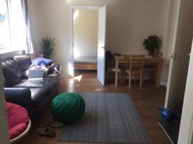 Room to rent in two bed flat, Roseburn