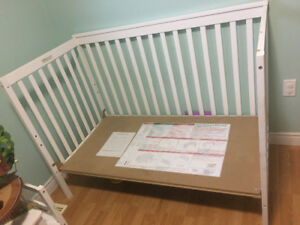 White toddler size day bed