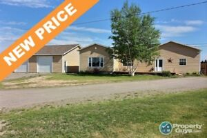 Large open concept home all on one level!!