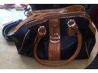 Ladie's large shoulder handbag