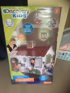 Discovery Kids Color and Play House