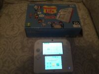 BOXED 2ds with free ds game