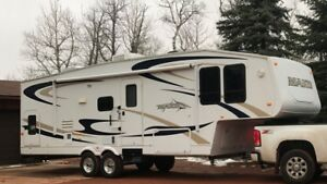2009 Mako 5th wheel 28'