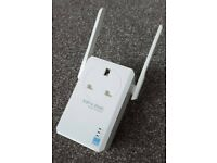 TP-Link Wifi Range Extender for 3 pin 240v socket