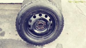 4 pneu d'hiver sur roue en acier