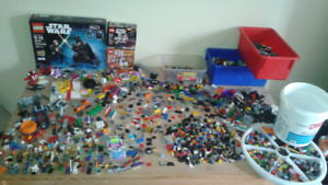Huge Lego lot, 38 mini figures, star wars sets, several playsets