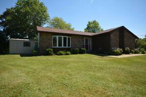 33 Dempster Cr - Wonderful 3 Bedroom Backsplit