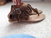 Women's sandals size 7 (brand new)