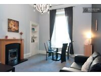 Generously proportioned tenement flat with many original features. All rooms are large and windowed