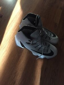 Lebron 13 size 11 great condition