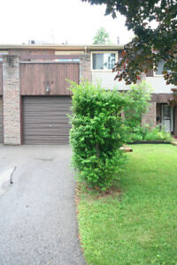 beautiful Condo Townhouse in Meadowvale West